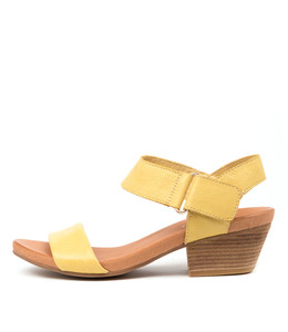 CHRISIE Sandals in Yellow Leather