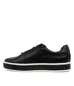 PLUMA Sneakers in Black Leather