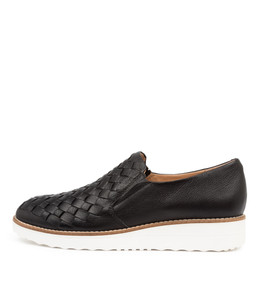 OSCAT Flats in Black Leather