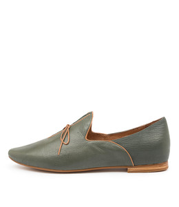 SOMMER Flats in Forest/ Tan Leather