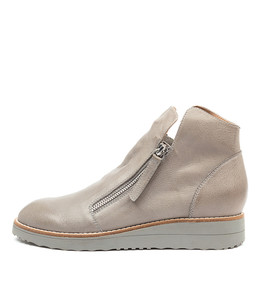 OHMY Boots in Grey Leather