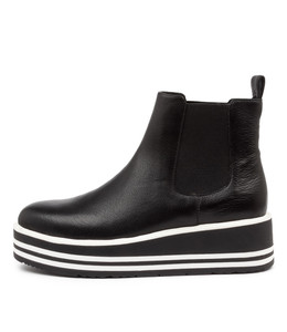 SHANTA Boots in Black Leather