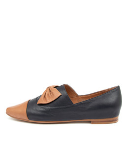 SLIDER Flats in Tan/ Navy Leather