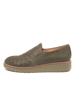 OSCAT Flats in Olive Leather