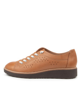 ODRA Flats in Dark Tan Leather