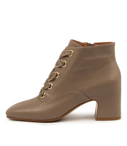 FILIPPA Ankle Boots in Ash Leather
