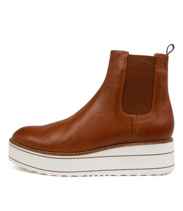 NISA Ankle Boots in Tan Leather