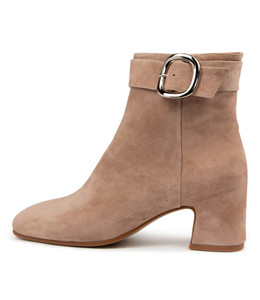 FAVIAN Ankle Boots in Latte Suede