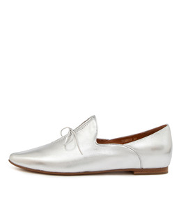 SOMMER Flats in Silver Leather
