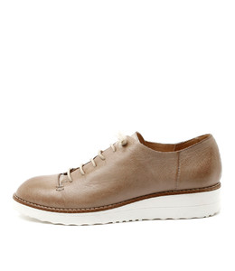 OPIUM Lace-up Flatforms in Taupe/ Champagne Leather