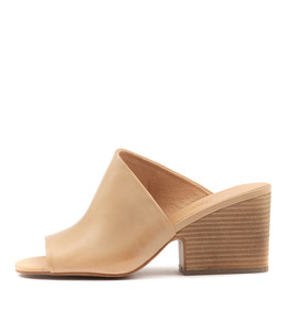 BILLYS Heeled Sandals in Camel Leather