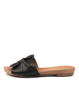 CAND Sandals in Black Leather