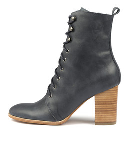 ALAYA Ankle Boots in Navy Leather