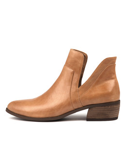 CARRI Ankle Boots in Tan Leather