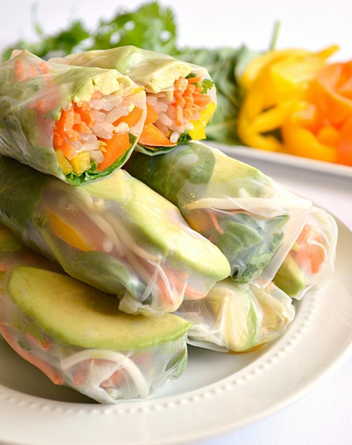vegetarian-picnic-foods-avocado-summer-rolls