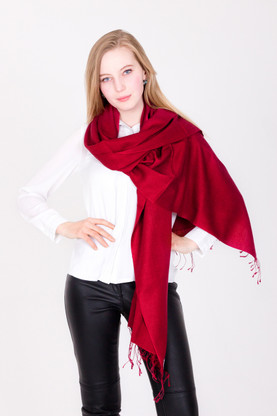 You will love every minute you spend wrapped up in this luxurious red Pashmina as it falls loosely.