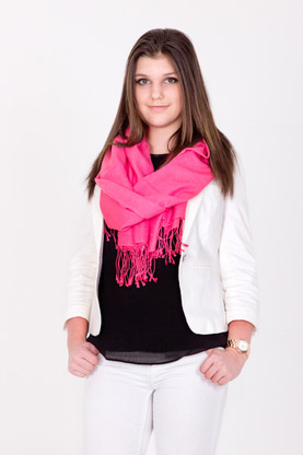You will love every minute you spend wrapped up in this luxurious pink Pashmina as it falls loosely.