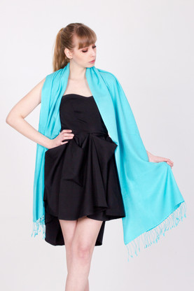 This turquoise pashmina is handmade and versatile. It is made in Nepal from the finest cashmere and silk available.