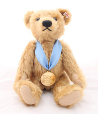 2016 Bear of the Year with Gold Medallion EAN 664830