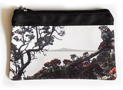 ''Shang-ri-la'' NZ art purse
