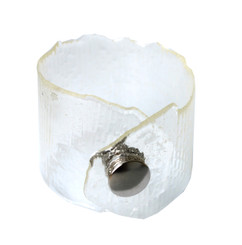 RESIN CUFF WITH SNAP BRACELET (CLEAR)