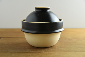 """(1cup/180ml/6oz) Rice Cooker Donabe Black 5. ½""""D x 5""""H (with the lid)"""