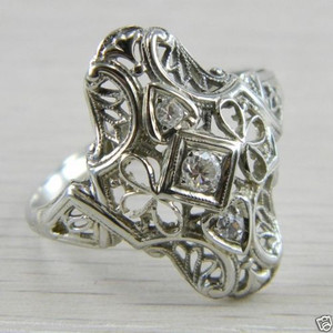 18k Gold Art Deco Filigree 0.20 carat 3 Three Stone Diamond Vintage Ring