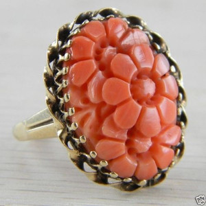 14k Yellow Gold 1940s 1950s Carved Pink Red Italian Coral Cocktail Ring