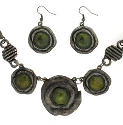 Circle Pendant Jewelry Set with Necklace and Earrings In Green