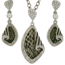 Snakeskin Print Necklace and Earring Set In Olive