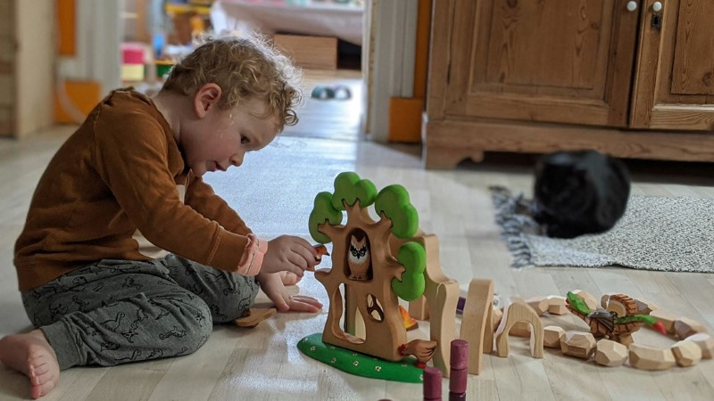 bumbu-toys-banner-with-child.jpg