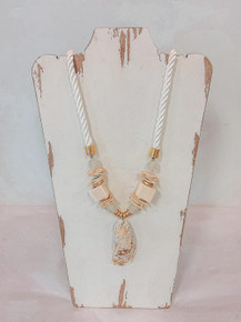 Sea la vie- Chic Happens Shell Necklace