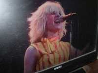 Blondie live in Glasgow 1979 DVD, Debbie Harry