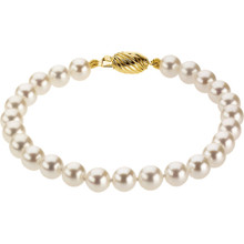 Great looking 14Kt yellow gold bracelet featuring a strand of Akoya cultured pearls 6.00-6.50mm in size. The length of the bracelet is 7 inches.
