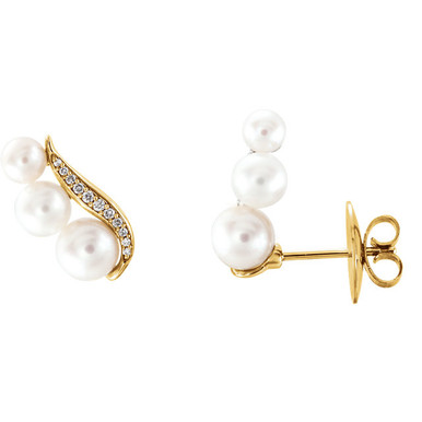 Beautiful 14Kt yellow gold earrings featuring 6 pearls and 1/10 carats in white diamonds. Total weight of the gold is 1.81 grams.