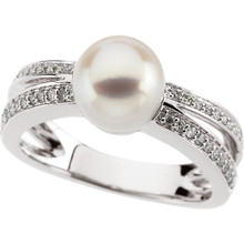 A round freshwater cultured pearl creates undeniable style in this bold, eye-catching ring. The ring sparkles with a total diamond weight of 1/5 carat and is crafted in gleaming 14k white gold.