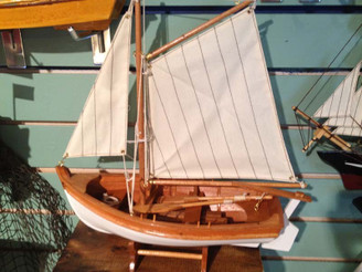 Classic Wooden Sailboat - Model