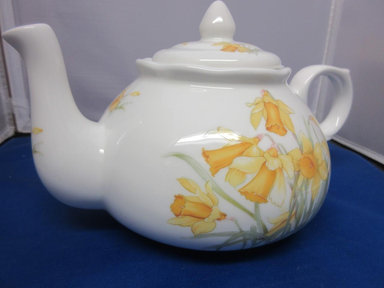 Daffodil Teapot