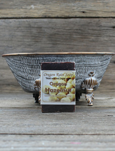 Extra Moisturizing Made with ground hazelnuts & Hazelnut Oil Warm & Nutty