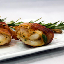 Succulent 21/25 shrimp marinated in our spicy casino mix and wrapped with Applewood smoked bacon served on a knotted pick.   Units/case: 100
