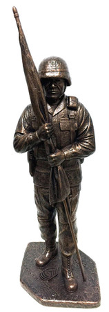 "COMMAND SERGEANT MAJOR STATUE WITH KEVLAR HELMET,  WITHOUT BASE, WITHOUT ENGRAVING. 16"" TALL HIGHLY DETAILED MILITARY STATUE."