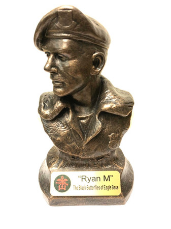 Awesome Air Force Security Forces / Peacekeeper Male Military Statue 7.5 inches tall.  Engraving plate is  3 inches wide by 1 inch high.