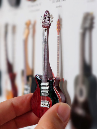 """Rock and Roll History V24 Brian May Queen Red Special 4"""" Miniature Guitar with Magnet Visual Compendium of Guitar"""