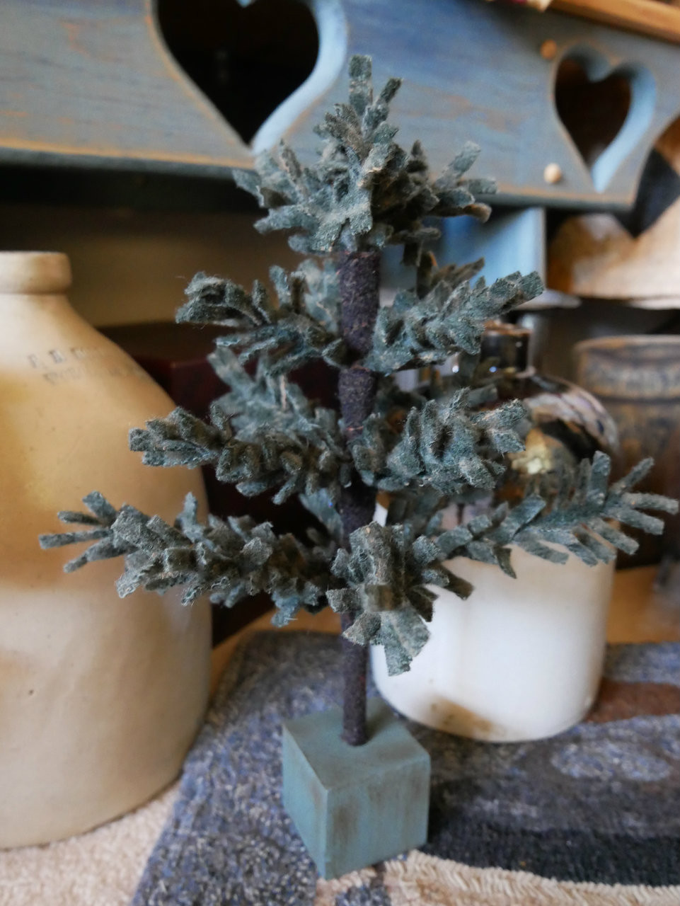"""Oh, Christmas Tree Kit 8"""" - Meetinghouse Hill Designs"""