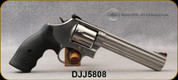 """Consign - Smith & Wesson - 357Mag - 686  """"Plus"""" Distinguished Combat - Black Synthic Grips/Stainless, 6""""barrel, c/w Speed Beez holster, 2 speed-loaders - on 150 rounds fired - in original case"""