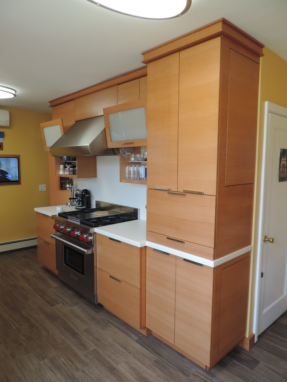 Custom made built in modern kitchen cabinets for Custom built cabinets