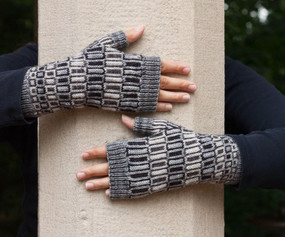 Lateral Quadrants Fingerless Mitts