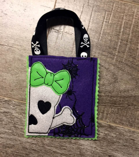 b3a2eb2bf5 In the hoop Halloween Treat Bag Skull With Bow Embroidery Machine ...