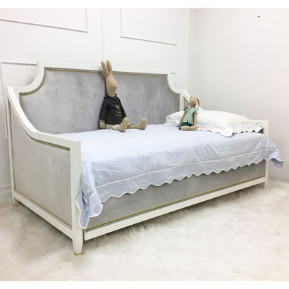 Gramercy II Daybed Bed Size: Twin w/ Trundle Finish: Whisper Fabric: AFK Majestic Silver Nail Heads: Polished Brass Toe Caps: Polished Brass