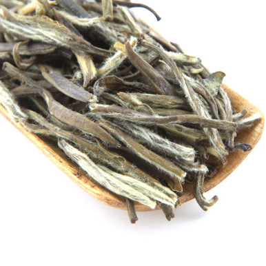 Our jasmine silver needle is a delicate white tea scented with the wonderful aroma from jasmine flowers.